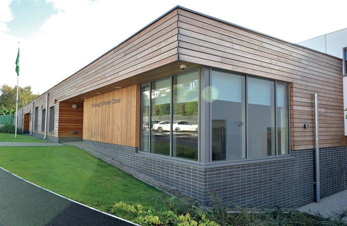 arquitectura_St Bronaghs Primary School_fachada principal