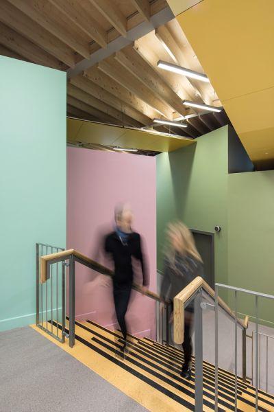 arquitectura_St Bronaghs Primary School_escalera