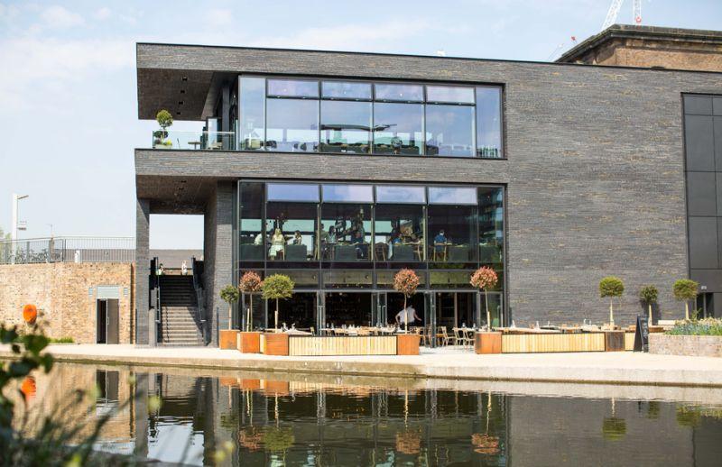 arquitectura_Stanton Williams_Kings Cross Pavilion_escalera exterior