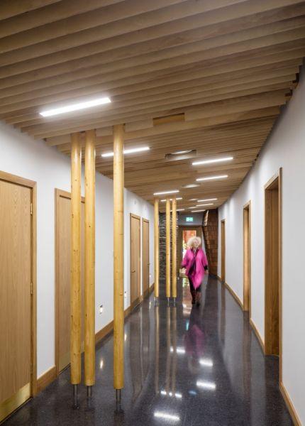 arquitectura_Sunbeams music centre_corredor interior
