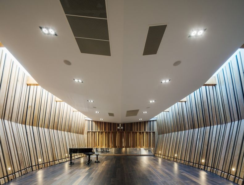 arquitectura_Sunbeams music centre_sala interior2