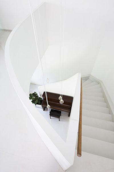 Arquitectura_t-house-keintruc_imagen escalera a planta superior