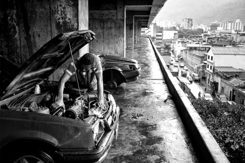 Arquitectura_Torre David_Caracas_ imagen de coches