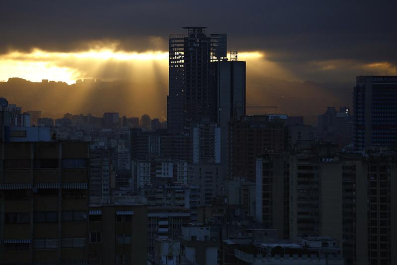 arquitectura _torre david_ caracas_atardecer