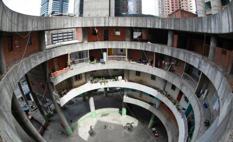 Arquitectura_Torre David_Caracas_interior de una torre