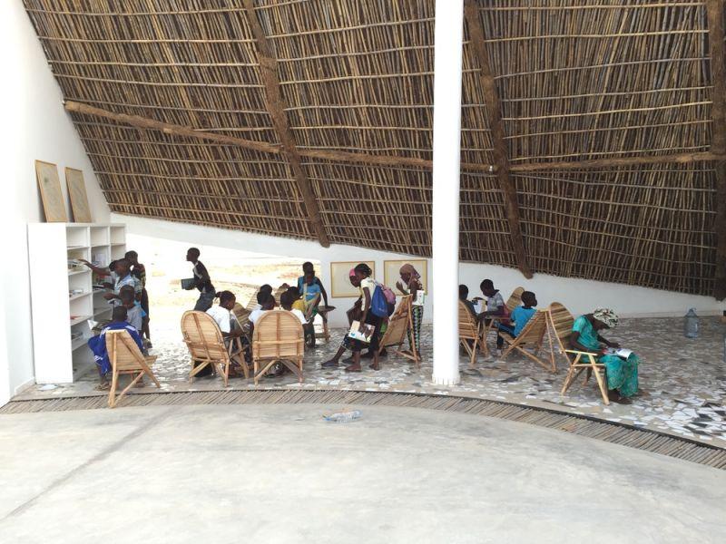 arquitectura_toshiko mori_centro cultural en senegal_biblioteca