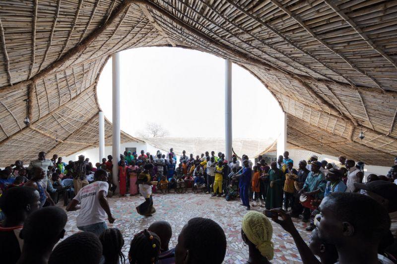 arquitectura_toshiko mori_centro cultural en senegal_reuniones