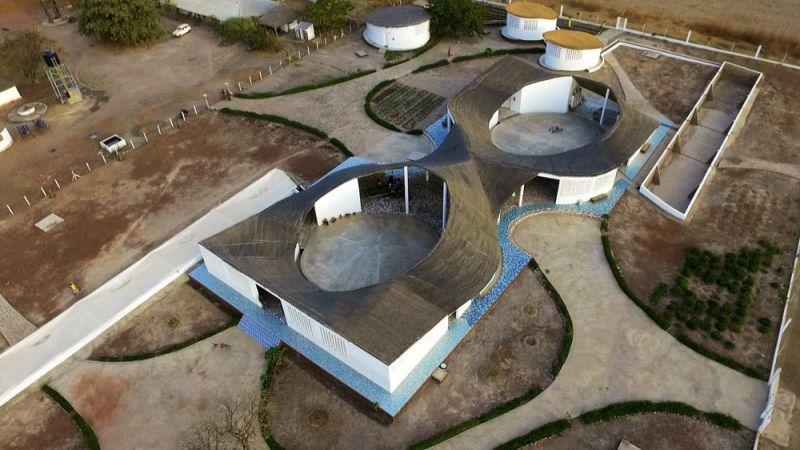 arquitectura_toshiko mori_centro cultural en senegal_vista aérea