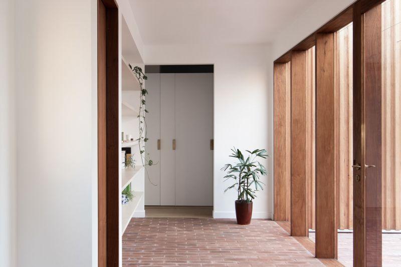 arquitectura_TRIAS_THREE PIECE HOUSE_acceso