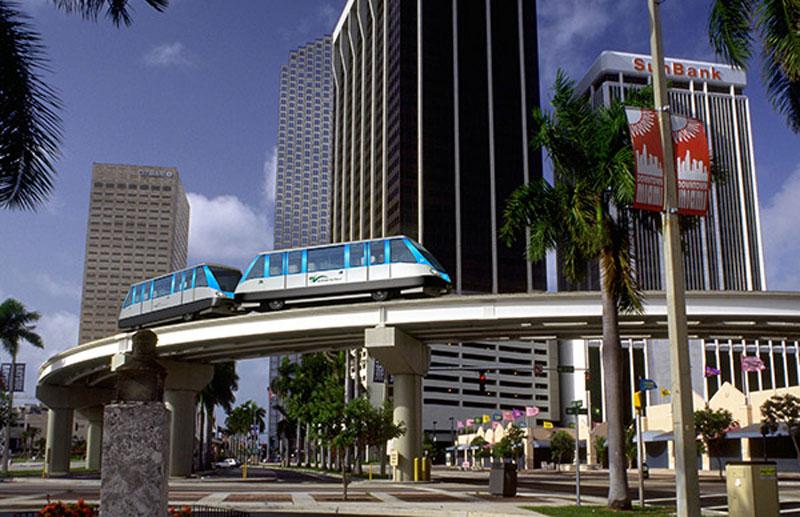 arquitectura zona del metro elevado  Miami