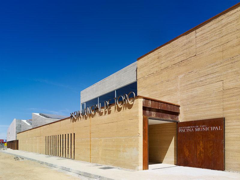 Piscina municipal de toro de vier arquitectos arquitectura - Arquitectos en zamora ...