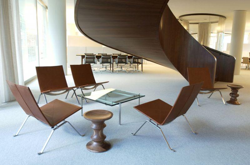 arquitectura y diseño_Sevil Peach_novartis forum escalera
