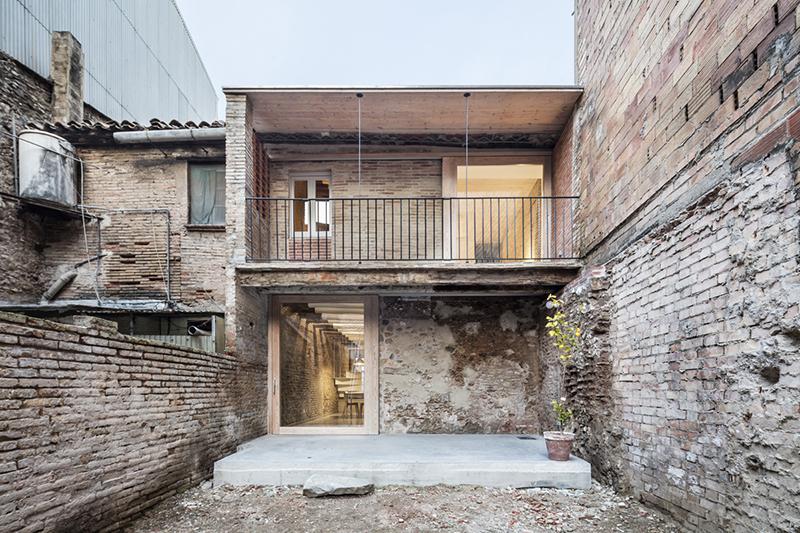 Rehabilitaci n de una vivienda entre medianeras por dataae arquitectos arquitectura - Rehabilitacion de casas antiguas ...