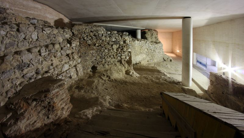 Interior de la  antigua muralla árabe
