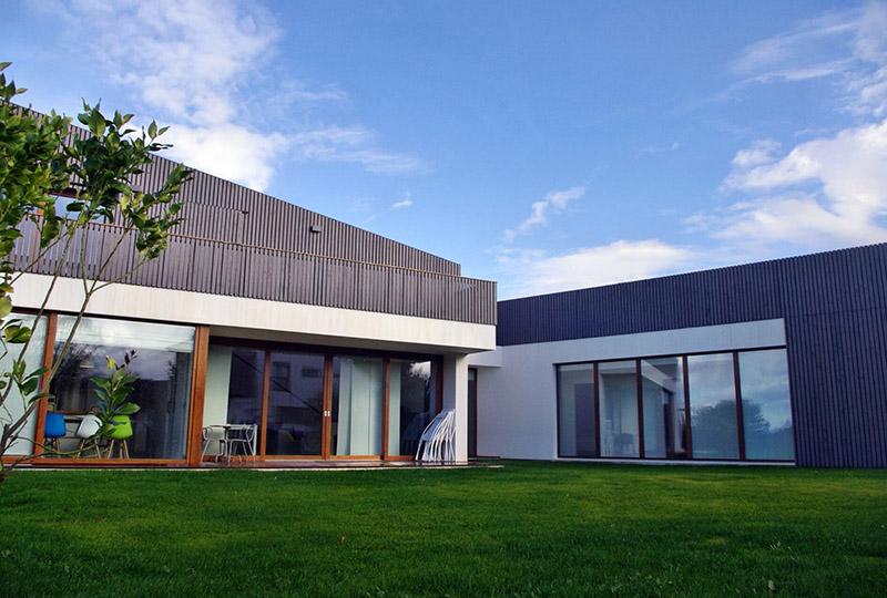Vista 1 exterior fachada casa en Muros