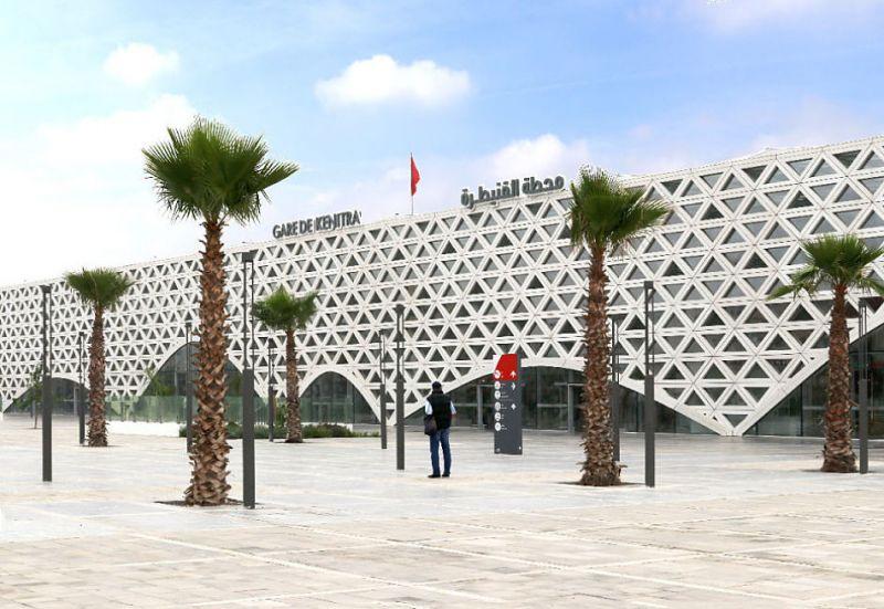 Estación de tren de Kenitra un lugar de integración social e interacción humana