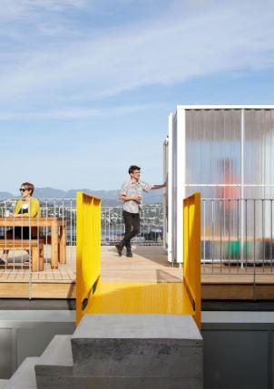 arquitectura_y_empresa_10x10House_acceso terraza