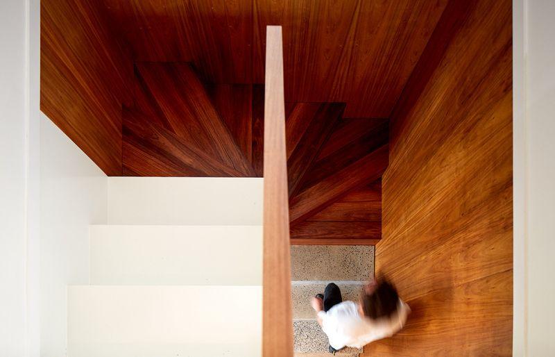 arquitectura_y_empresa_10x10House_escalera cenital