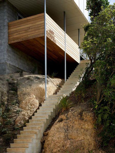 arquitectura_y_empresa_10x10House_escalera ext
