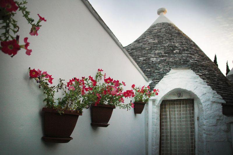 Alberobello Trulli_ imagen fachada encalada