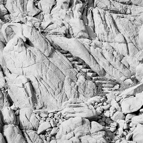 Las escaleras talladas en la roca de la casa bak