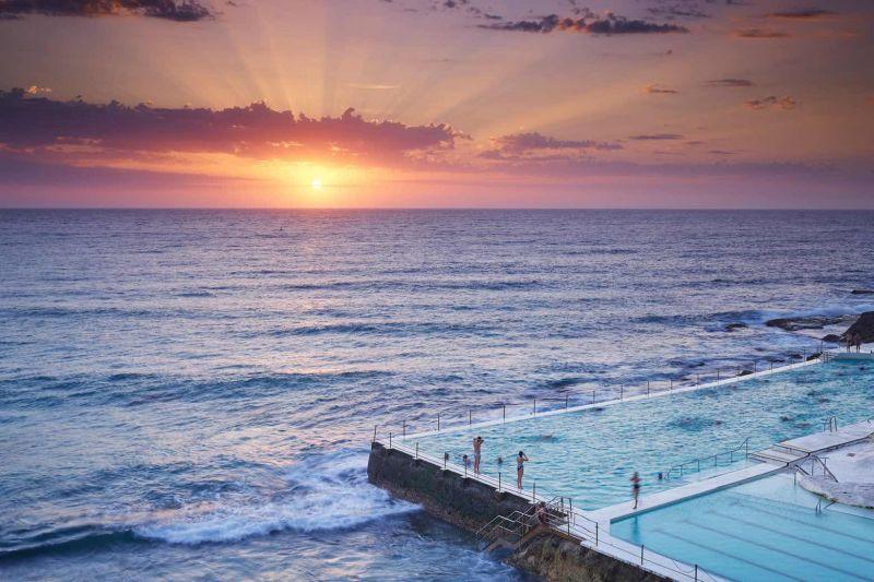 amanecer en Bondi Beach y su icónica piscina de roca Bondi Icebergs