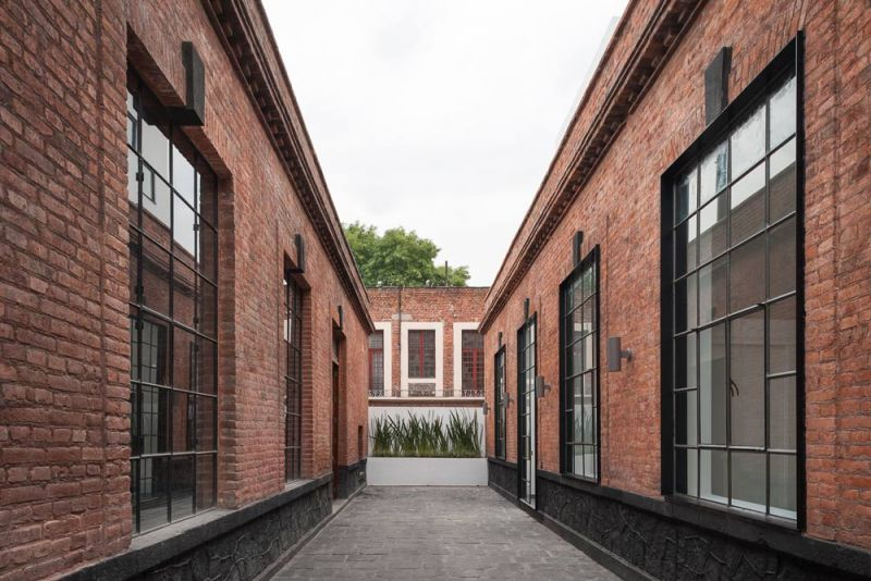 arquitectura acceso pasillo Conjunto Habitacional María Ribera