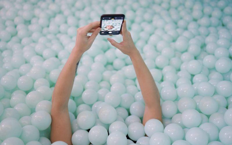 the set lab selfie piscina de bolas