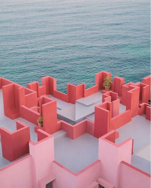 muralla roja vista mar ricardo bofill