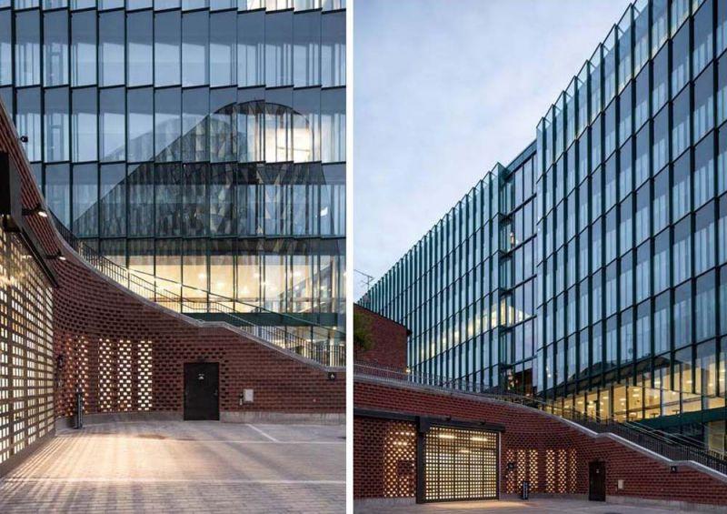 Fachada de vidrio y conexión con otros edificios