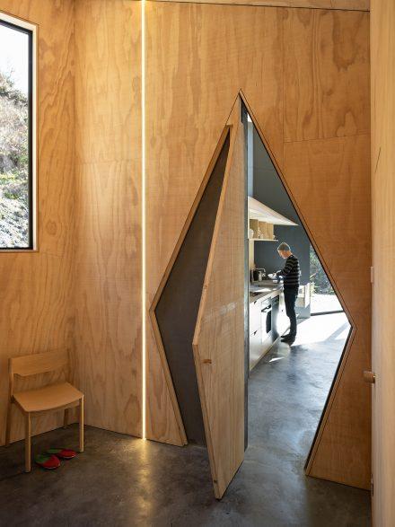 arquitectura_y_empresa_Bivvy Hut_puerta cocina