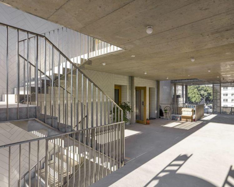 arquitectura_y_empresa_bonhote zapata_espacios exteriores entre plantas 2