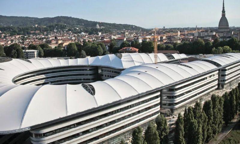 vista superior del edificio y su cubierta con Mole Antonelliana al fondo