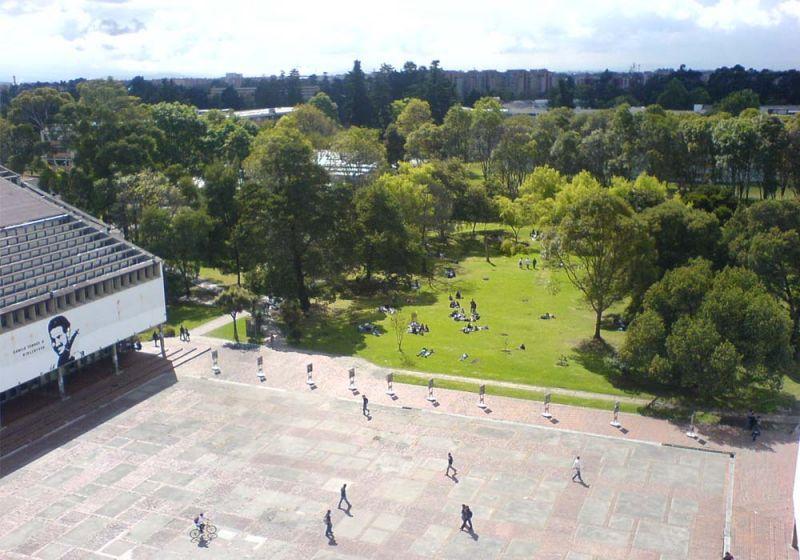 Espacio central verde de la Universidad Nacional de Colombia