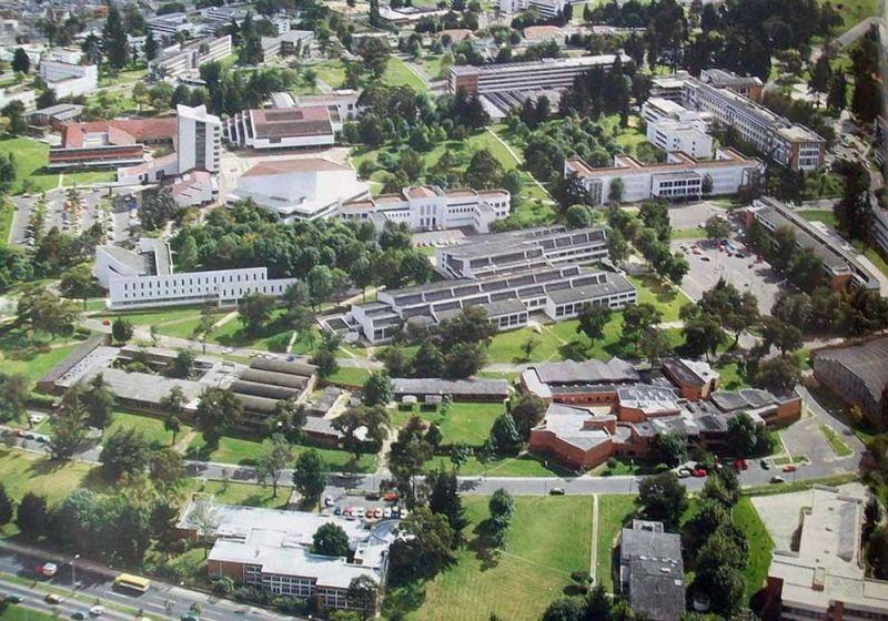 Vista vuelo de pájaro del campus de la Universidad Nacional