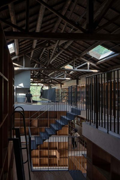 arquitectura_y_empresa_Capsule Hotel_escalera
