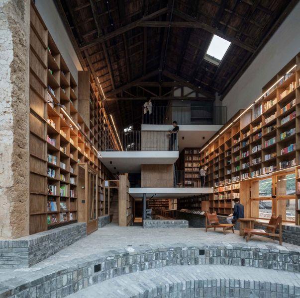 arquitectura_y_empresa_Capsule Hotel_pavimento