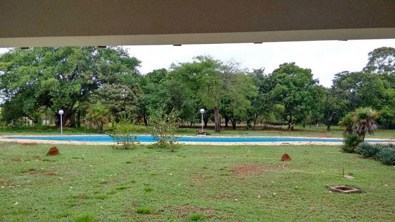 Casa colonial Niemeyer_ vista de parcela y piscina