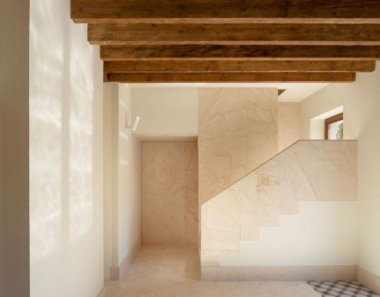 arquitectura casa de los gigantes el cabañal iterare arquitectos foto interior escalera