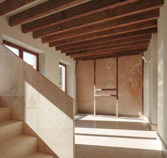 arquitectura casa de los gigantes el cabañal iterare arquitectos foto interior escalera salon