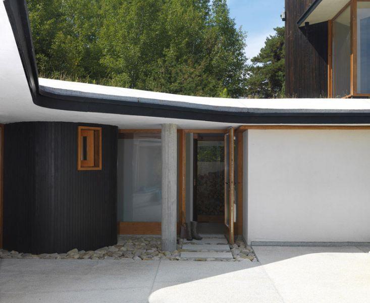 Casa en el  lago de Batak _ gargola cubierta
