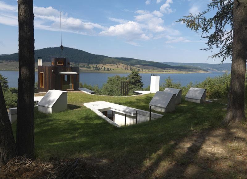 Arquitectura y empresa_Casa en el  lago de Batak  _vista general