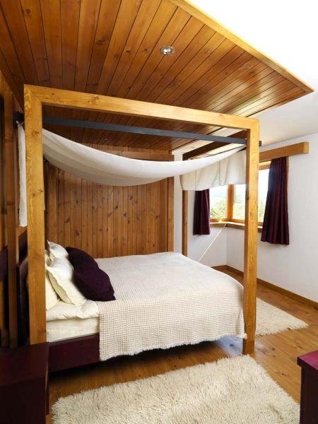 Casa en el  lago de Batak_ habitación dosel