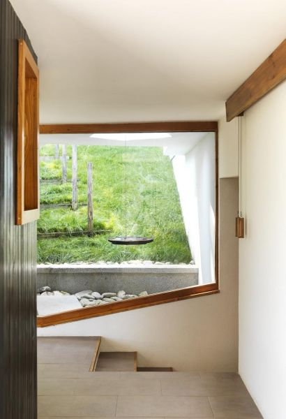 Casa en el  lago de Batak _ ventanal a medida