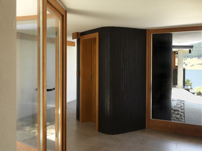 Casa lago Batak_ carpinteria acceso