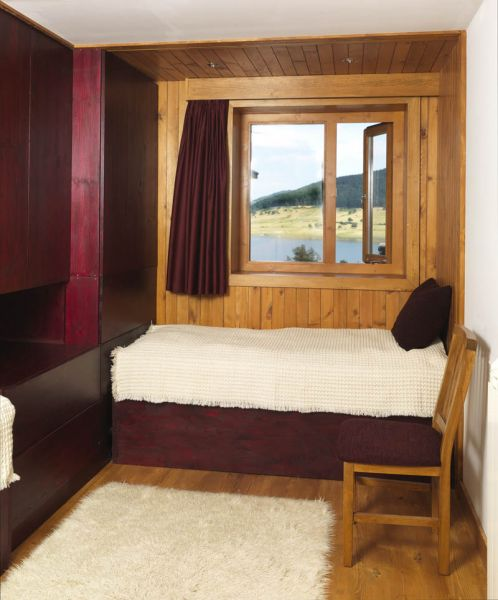 Casa en el  lago de Batak_ Habitación vista al lago