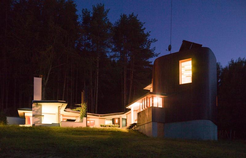 Casa en el  lago de Batak_vista nocturna