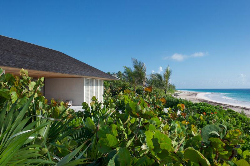 Vista de la Casa en las dunas_ vegetación exuberante Bahamas