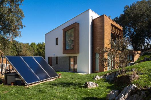 Casa entre encinas vistas exterior