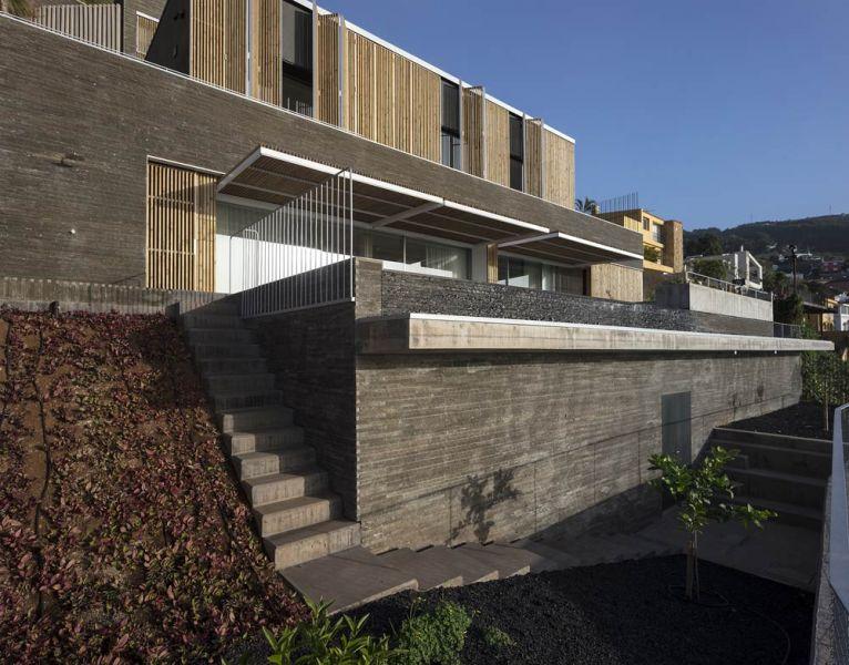 arquitectura casa mama equipo olivares vista exterior celosia abierta